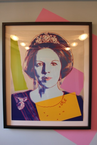 moco-andy-warhol-goes-royale-queen-beatrix