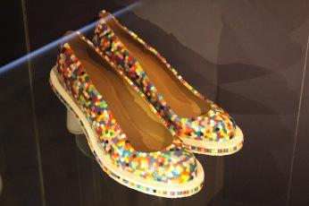 tassen-museum-hendrikje-the-beat-goes-on-exclusieve-schoenen-met-strijkparels
