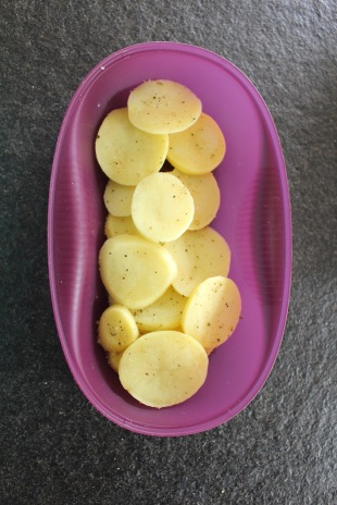 aardappelschijfjes-in-de-tupperware-omelet-party