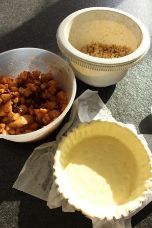 appel-cranberrytaart-met-haver-noten-crumble-klaar-voor-vulling