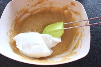 beslag-maken-voor-pompoen-wafeltjes-voeg-eiwitten-toe