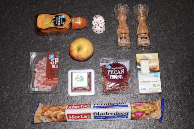 ingredienten-honing-peper-zout-spek-appel-geitenkaas-pecannoten-geitenkaasschijfjes-bladerdeeg