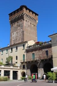 torrione-di-porta-castello-poort-naar-de-stad