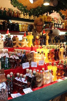 kerstmarkt-aken-gevulde-flesjes