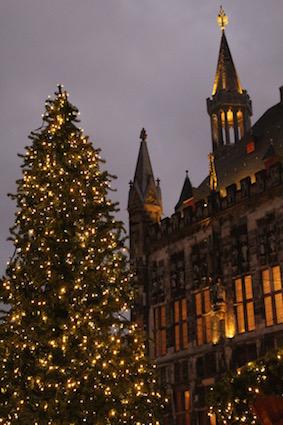 kerstmarkt-aken-lichtjes-in-de-stad