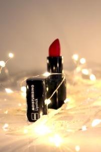 moisturising-lipstick-20-hema