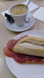 museo-del-jamon-heerlijk-broodje-met-cafe