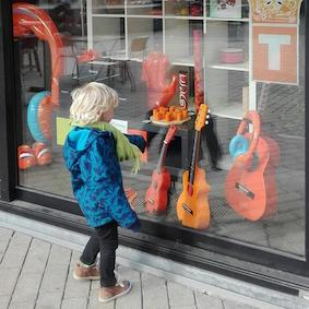 bezienswaardigheden tilburg - stadswandeling - gitarenshop
