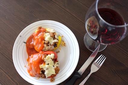 zuiders gevulde paprika met quinoa - lekker met glas rode wijn - antioxidanten troef