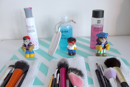 Budget Battle ::: Brush Cleaner - Real Technics - NYX - Hema - producten en gewassen kwasten naast elkaar