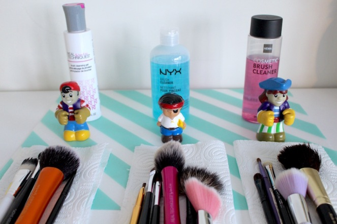 Budget Battle ::: Brush Cleaner - Real Technics - NYX - Hema - wie wint de sprinkels en kaneel pluim