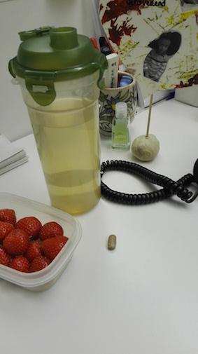 test Herbalife dag 1 - Thermo complete tabletje en aarbeien