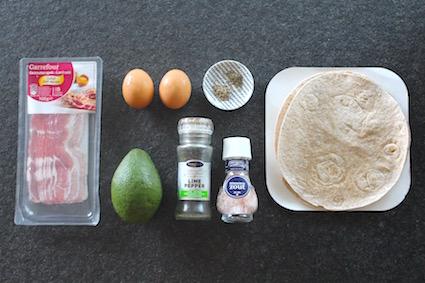 avocado uit de oven ingrediënten - avocado - ei - ontbijtspek - tortilla - kruiden