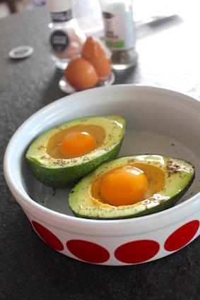 how to - avocado uit de oven - eitjes breken