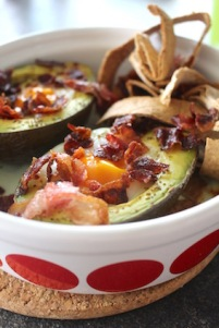 how to - avocado uit de oven - versnipper het ontbijtspek en tortilla's on the side