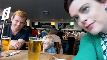 Londen pub prins william henry - wachten op heerlijk burger nacho's en chips