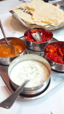 Malbar Junction - papadum met dip en chutney's