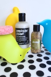shoplog lush oxford street - american cream - bling toothy tabs - lullaby shampoo bar - skiphop badspeelgoed
