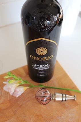Onorio - zwart gouden elegante rode wijn