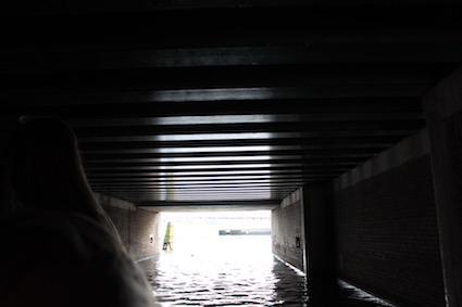 Onder de brugjes -groetjes vanop de Amsterdamse grachten - canal cruise